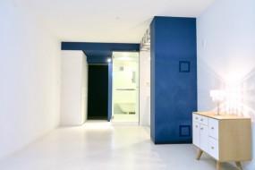 FLATS GAZERY 409号室。光とブルーが美しいお部屋。5