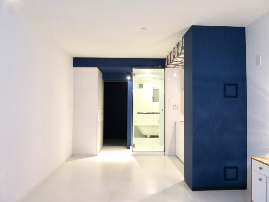 FLATS GAZERY  409号室。玄関からキッチンへとつながる美しいグランルー。0