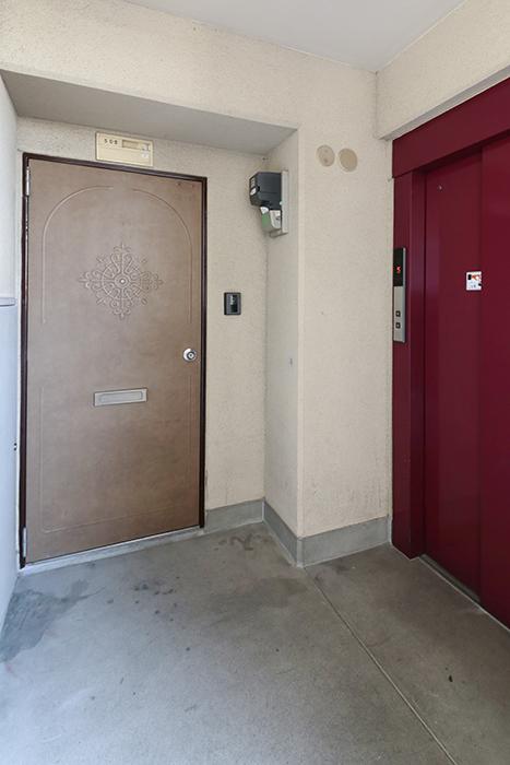 【牧の原ビル_505】玄関はエレベータの前です_MG_8268