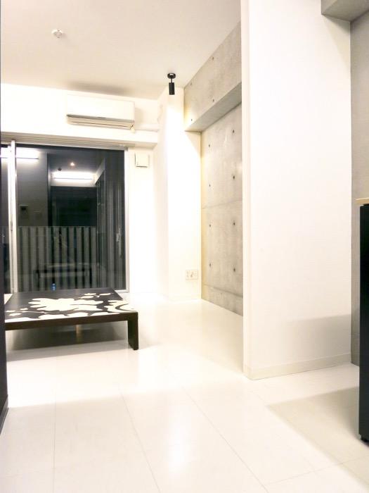 FLATS GAZERY 603号室  どこを見ても美しい空間です。50インチのテレビがおける1R