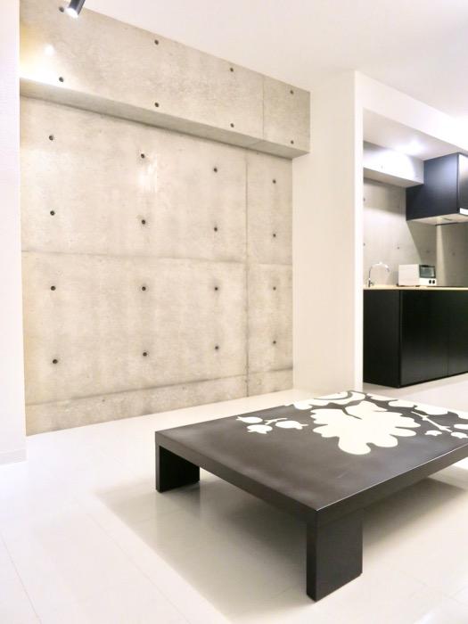 FLATS GAZERY 603号室 50インチのテレビが置けるスペース。美しく秩序のある空間。0