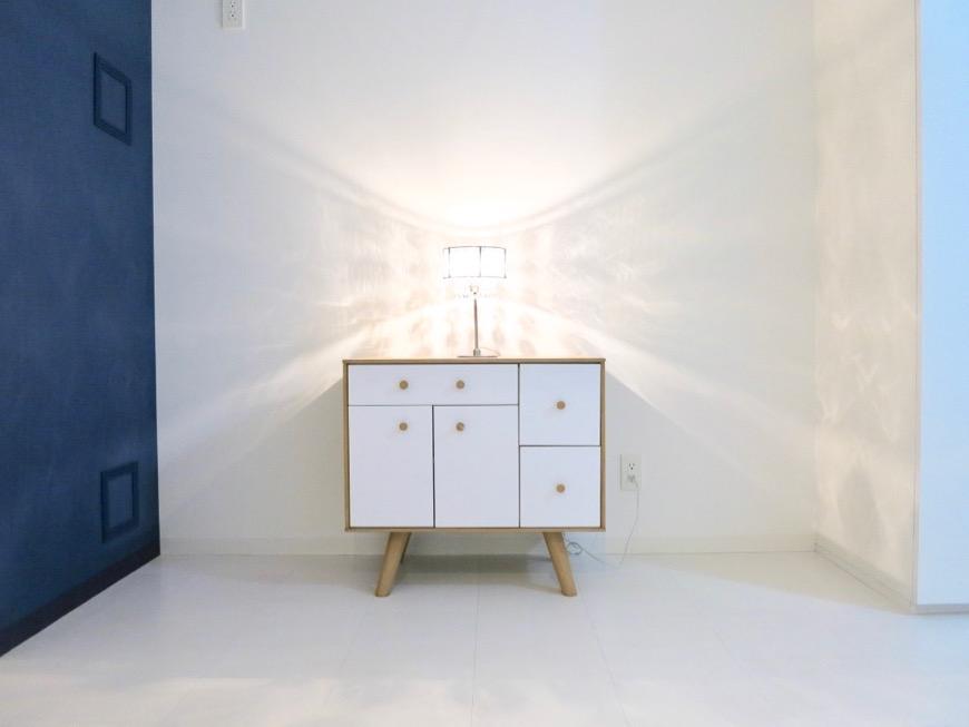 FLATS GAZERY 409号室。「青」と「白」が創り出す美しい空間。1