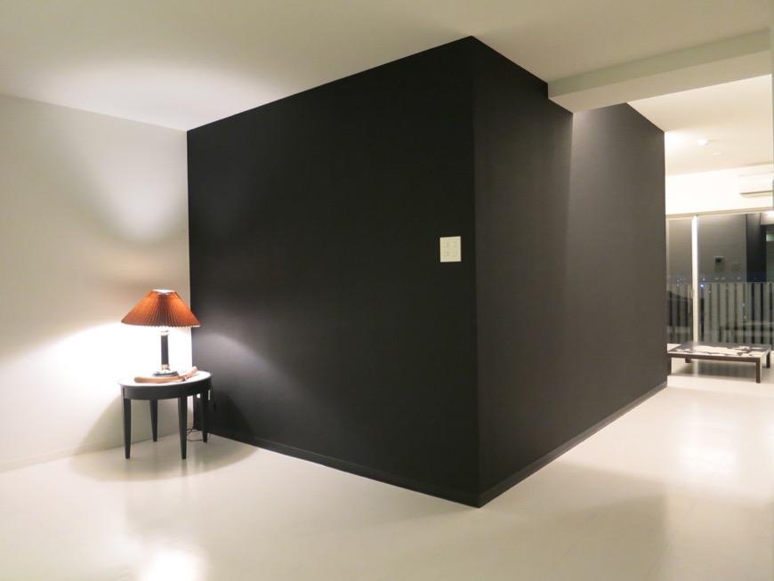FLATS GAZERY  603号室 漆黒のような深い黒。どこを見ても美しい空間。4