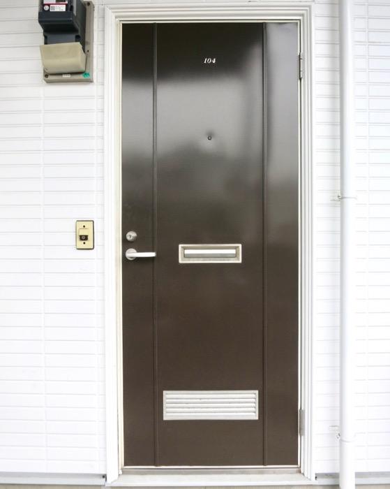 WING COURT 外観 チョコレートのパッケージのようなWING COURTの扉 104号室 3