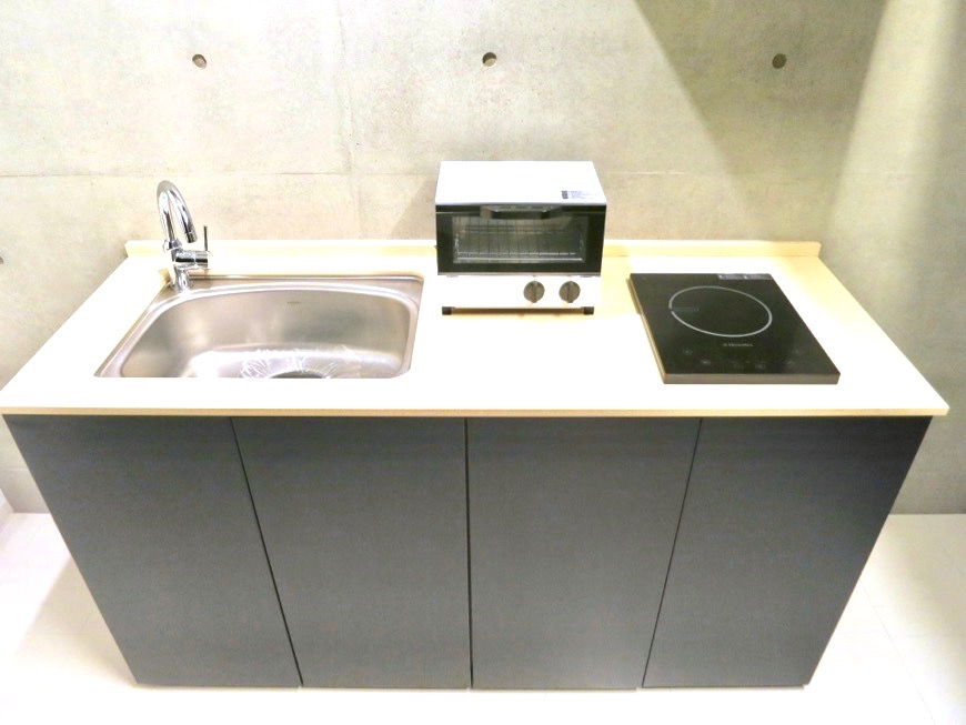 FLATS GAZERY  603号室 深い黒色のキッチン台。