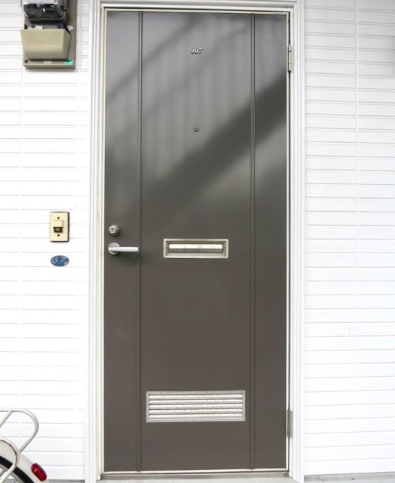 WING COURT 外観 チョコレートのパッケージのようなWING COURTの扉 107号室 6