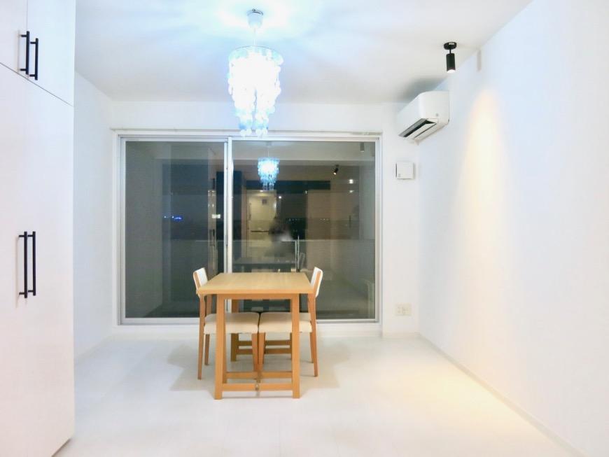 FLATS GAZERY  409号室。限りなく・・・透明なブルーが広がる空間。3