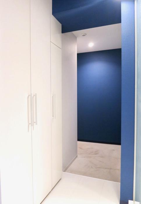 FLATS GAZERY  409号室。グランブルーが鮮やかな玄関2