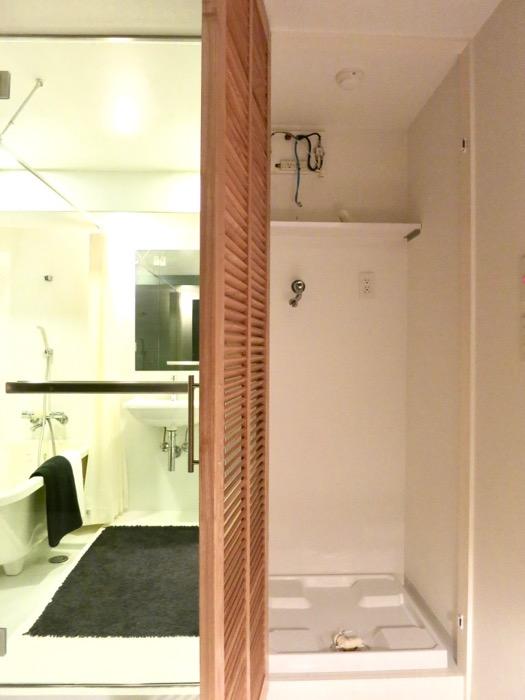 FLATS GAZERY 603号室  木製扉でクローズできる洗濯機置場。