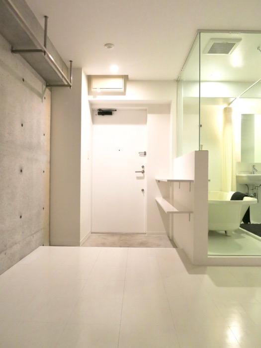 FLATS GAZERY 603号室  どこを見ても美しい空間です。玄関とバスルームの照明が綺麗です。