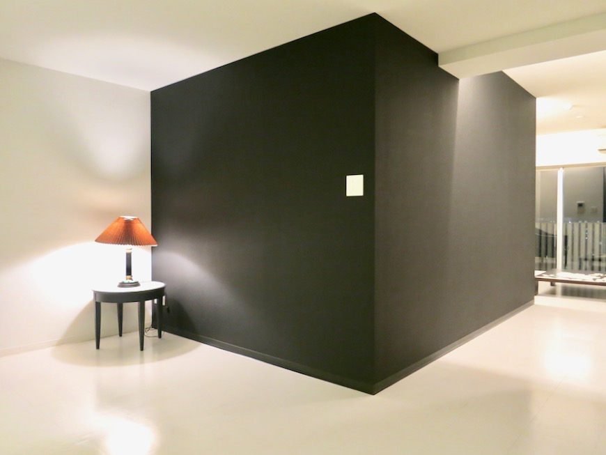 FLATS GAZERY 603号室  漆黒のような黒。どこを見ても美しい空間。14
