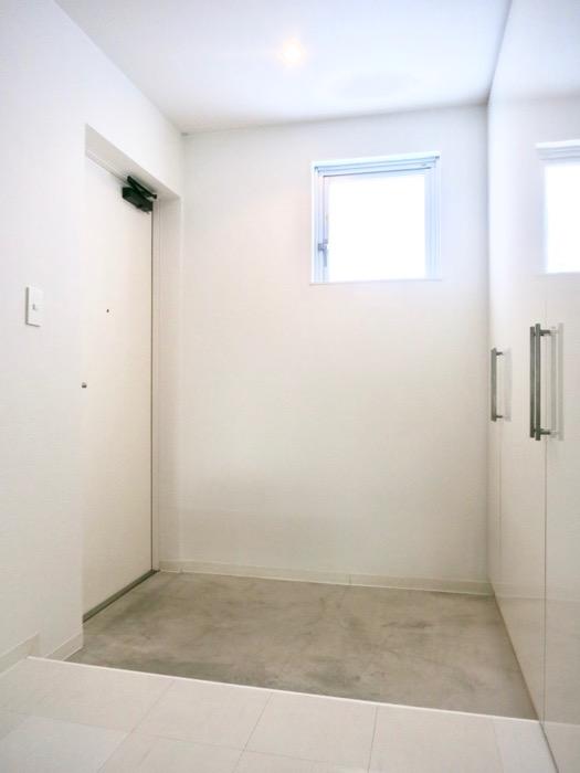 FLATS GAZERY 608号室 クールな玄関。IMG_4031