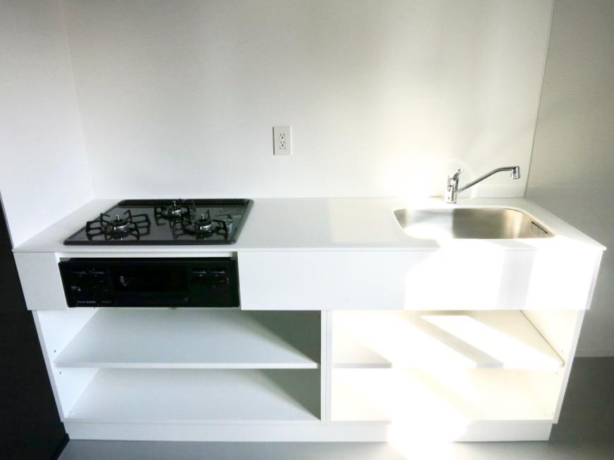 白壁ふたば荘 B,Dtype モノトーンなキッチン台。
