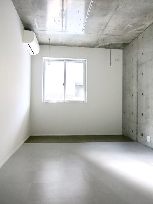 白壁ふたば荘  Btype B号室 室内土間のある隠れ家的空間。