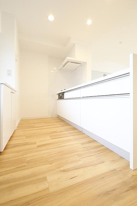 【TOMEI BASE】202号室_LDK_キッチン周り_MG_1598