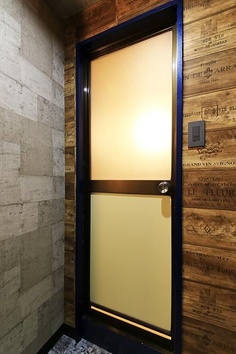 【シャンブルナルカワ】8A号室_水周り_バスルームのドア_MG_0531
