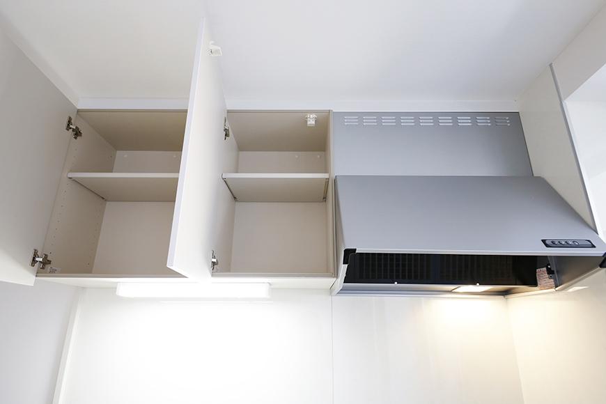 【ガレージハウスCUBE】A1_二階_キッチン_頭上の収納_MG_8356