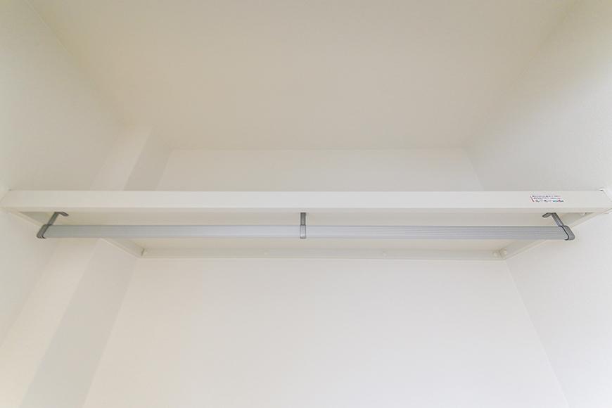 【TOMEI BASE】303号室_LDK_ベッドルームの収納_MG_2183
