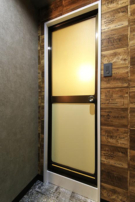 【シャンブルナルカワ】7A号室_水周り_バスルームのドア_MG_0941