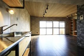 【シャンブルナルカワ】7A号室_キッチンからの眺め_MG_1038