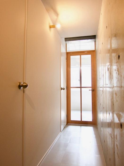白壁ふたば荘 Btyep/Dtype 共通廊下 スマートな廊下。左側がサニタリールーム
