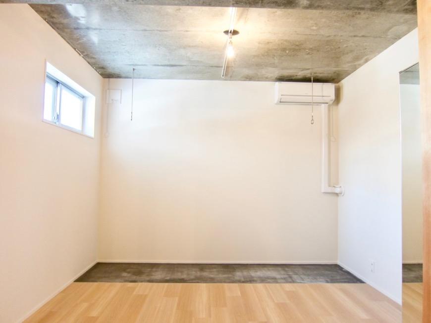 白壁ふたば荘 Atype 室内土間。隠れ家的な空間。