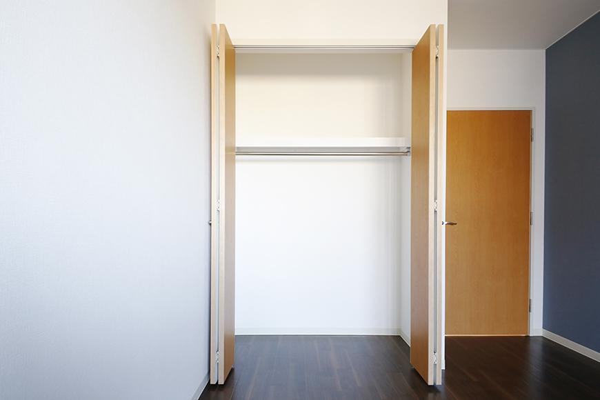 【ガレージハウスCUBE】A1_三階_洋室(9.1帖)_クローゼット収納_MG_8664