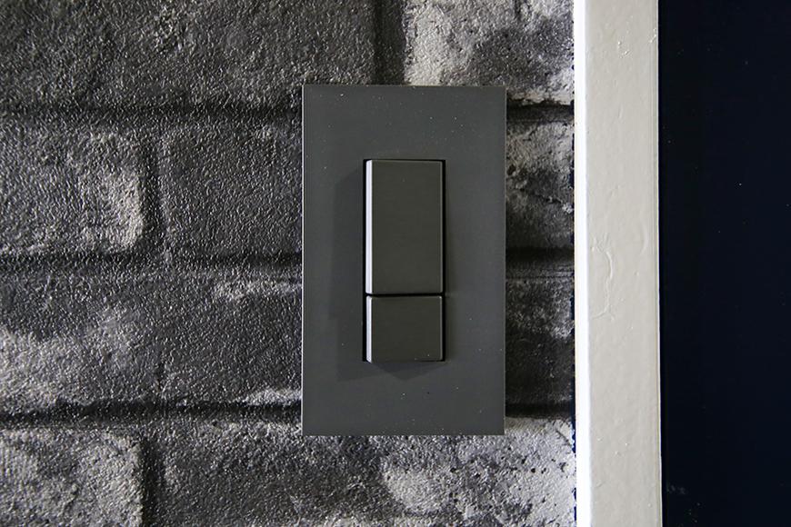 【シャンブルナルカワ】7A号室_廊下のスイッチ周りと壁紙_MG_1192