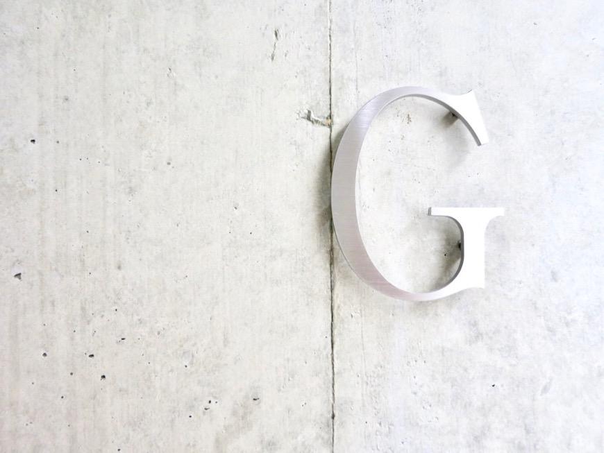 白壁ふたば荘 外観・共用  かっこいいルームサイン。コンクリートが造るモダンin「和」な空間。0