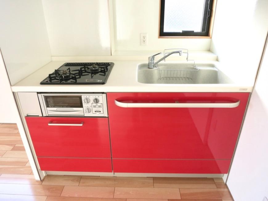Room) AZUR JOSAI 4B   赤いキッチン台。17