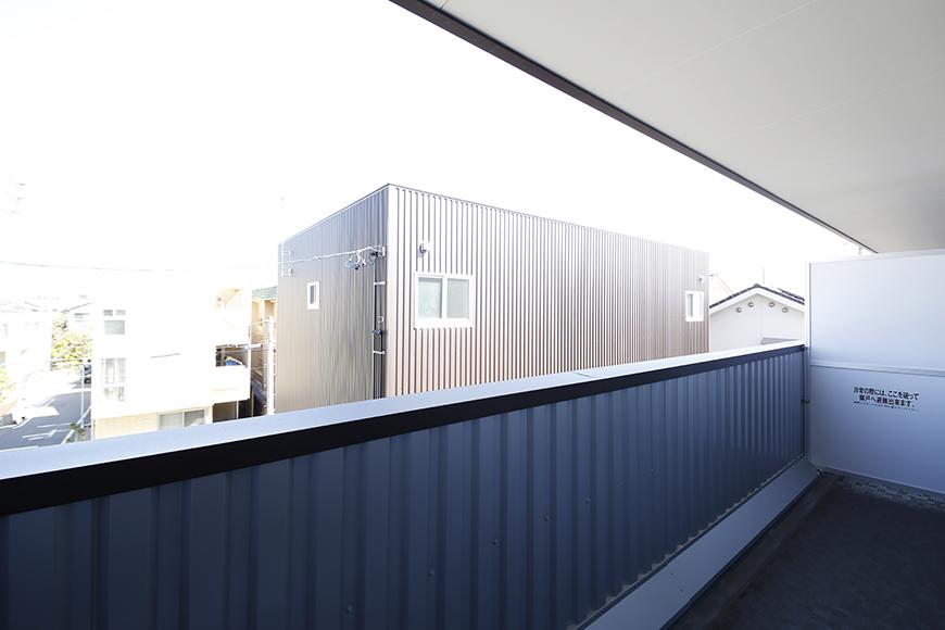 【ガレージハウスCUBE】A1_三階_洋室(7.5帖)_ベランダ_MG_8750