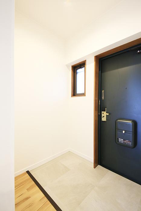 【TOMEI BASE】303号室_玄関_MG_1874
