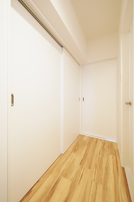 【TOMEI BASE】303号室_廊下_MG_1883