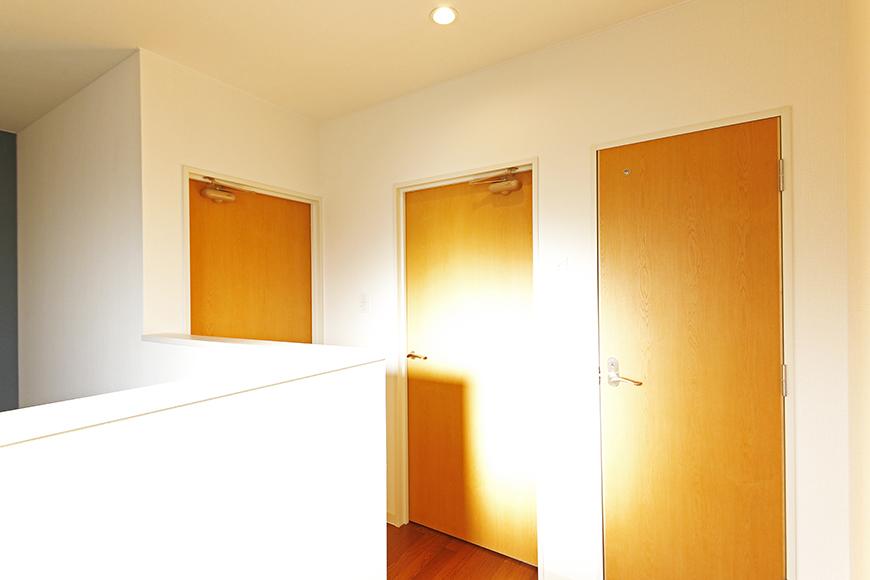 【ガレージハウスCUBE】B2_3階_洋室・トイレのドア_MG_0822