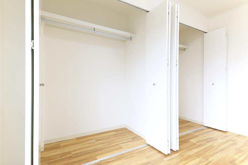 【TOMEI BASE】202号室_ベッドルームの収納_MG_1725