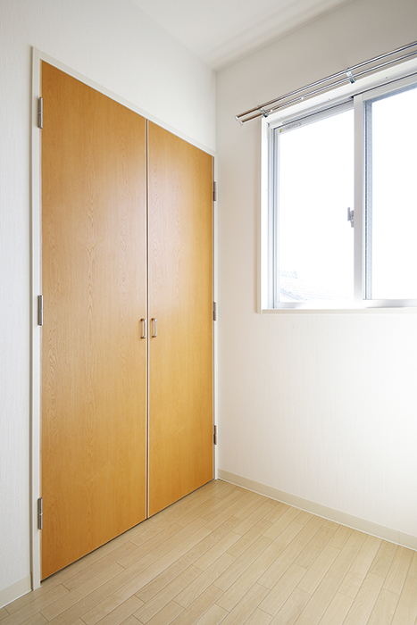 【ガレージハウスCUBE】A1_三階_クローゼット収納のドア_MG_8578