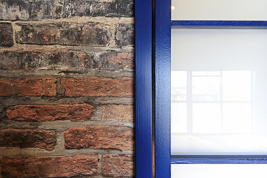 【シャンブルナルカワ】8A号室_洋室へのドア・壁紙_MG_0769