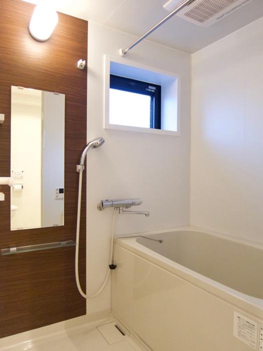 Room) AZUR JOSAI 4B  バスルーム。3