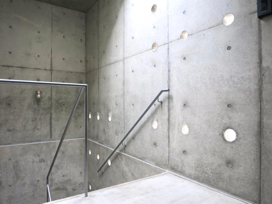 白壁ふたば荘 外観・共用 幻想的な共用スペース。コンクリートが造るモダンin「和」な空間。4