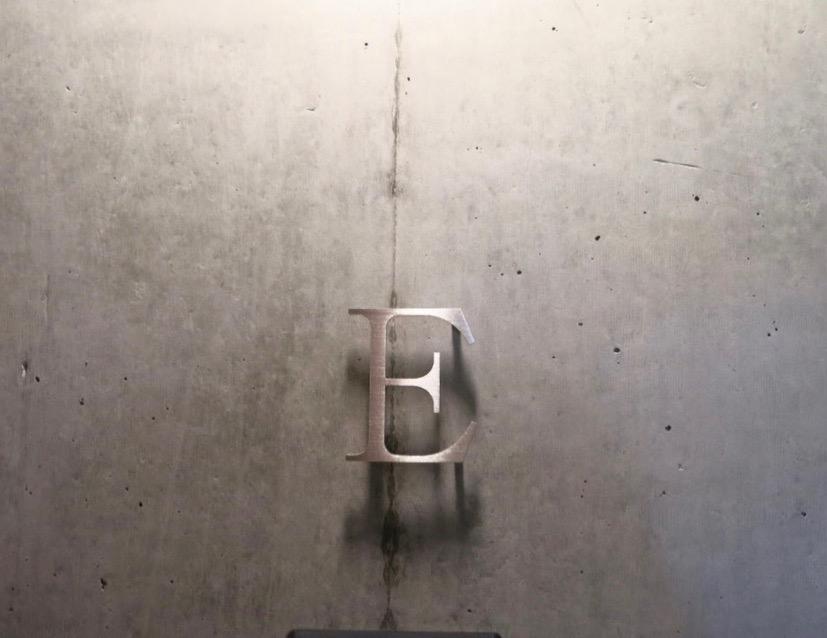 白壁ふたば荘 外観・共用 スタイリッシュなルームサイン。コンクリートが造るモダンin「和」な空間。1 (1)