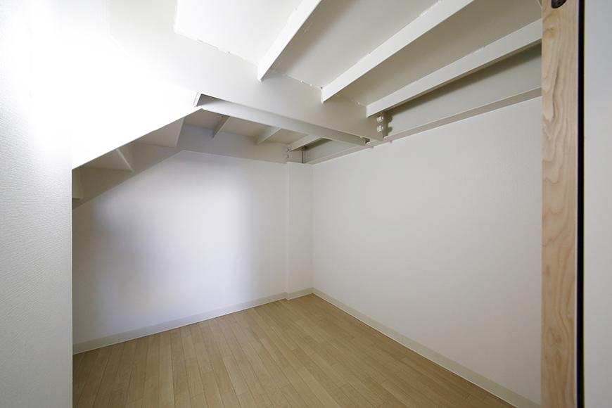 【ガレージハウスCUBE】A1_二階_水周り_階段下収納_MG_8448