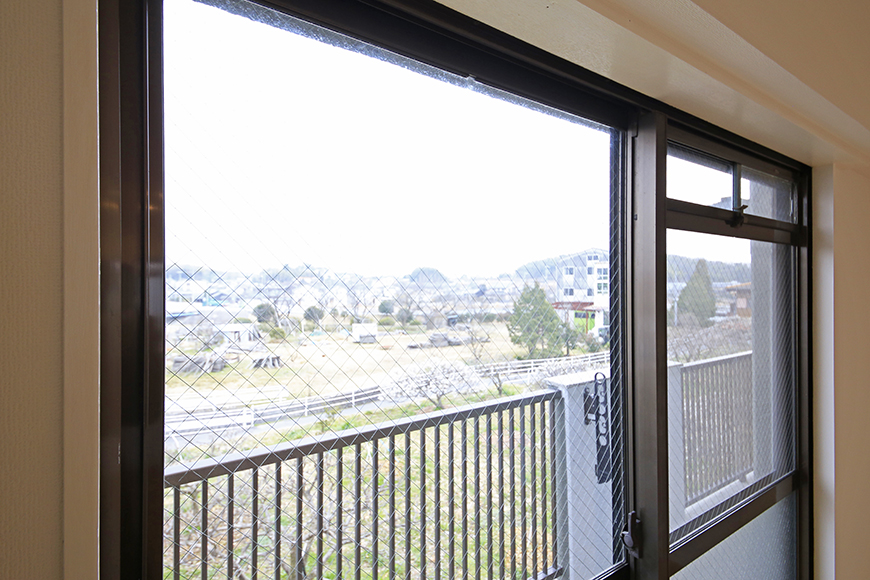 【TOMEI BASE】303号室_LDK_リビングの窓_MG_2100