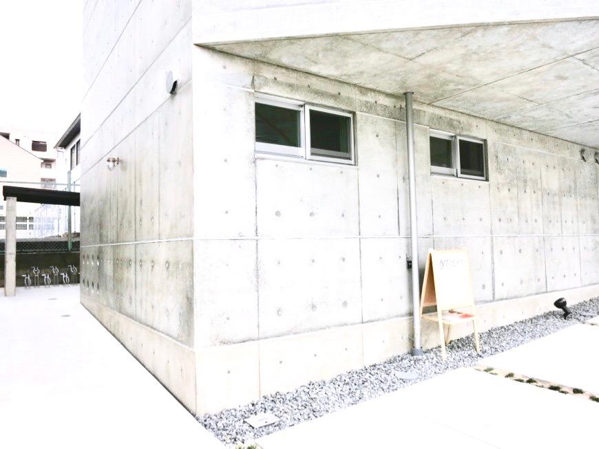 白壁ふたば荘 外観・共用 外側通路。コンクリートが造るモダンin「和」な空間。12 (1)