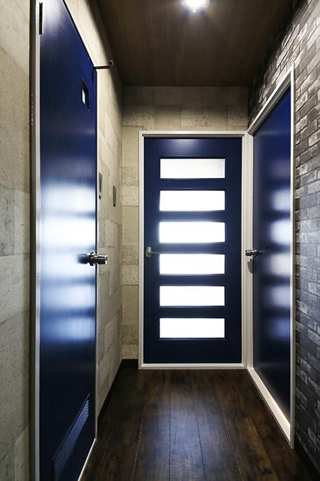 【シャンブルナルカワ】7A号室_廊下・各部屋へのドア_MG_0970