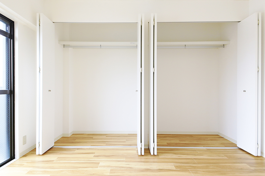 【TOMEI BASE】303号室_LDK_ベッドルームの収納_MG_2166
