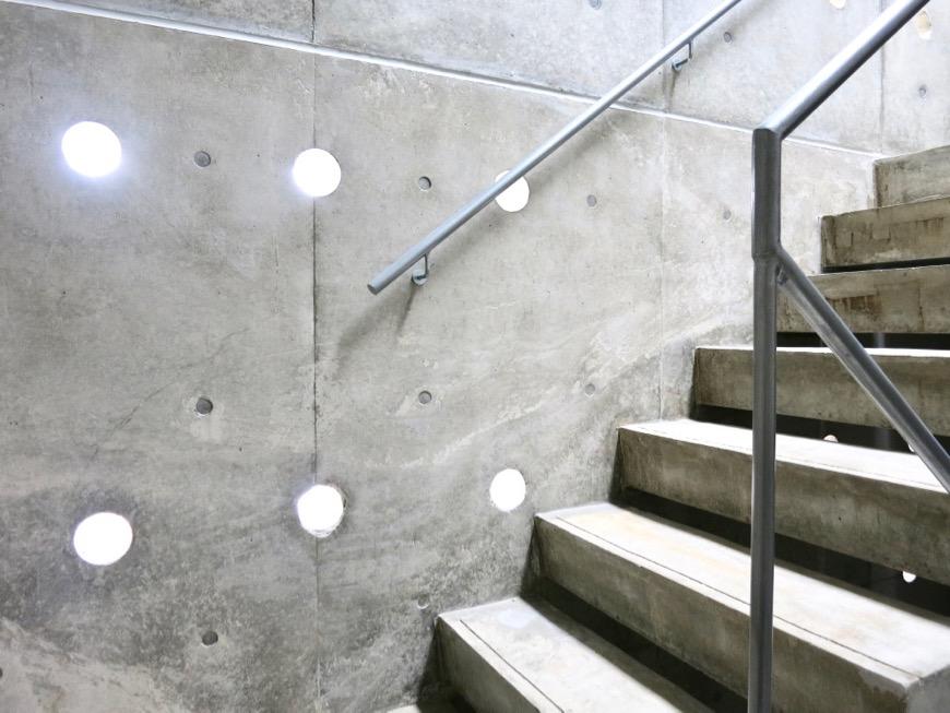 白壁ふたば荘 外観・共用 幻想的な共用スペース。コンクリートが造るモダンin「和」な空間。3