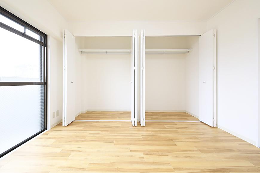 【TOMEI BASE】202号室_ベッドルームの収納_MG_1703