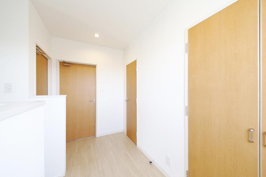 【ガレージハウスCUBE】A1_三階_洋室・トイレのドア_MG_8567