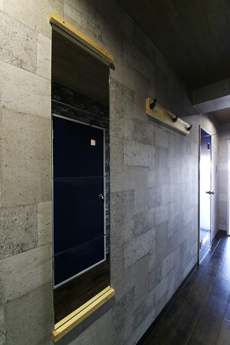 【シャンブルナルカワ】7A号室_廊下の姿見_MG_0893