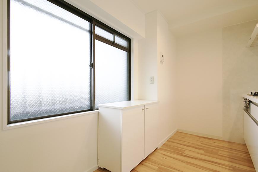【TOMEI BASE】202号室_LDK_キッチン周り_MG_1773